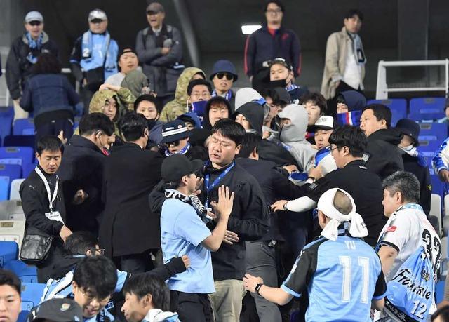 ◆ACL◆水原サポ旭日旗を燃やす、襲撃の自己正当化に必死だと話題に!朝日新聞も韓国側に有利な嘘を報道