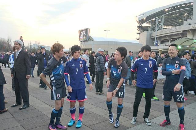 ◆画像◆埼スタの代表選手そっくり芸人に柴崎岳が追加されててワロタwwww
