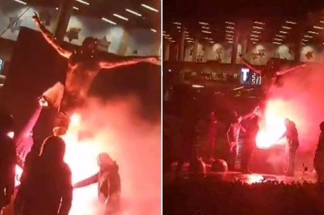 ◆悲報◆イブラヒモビッチの銅像とスウェーデンにある自宅が放火される!「◯ね、ジプシー」などの言葉が落書き...