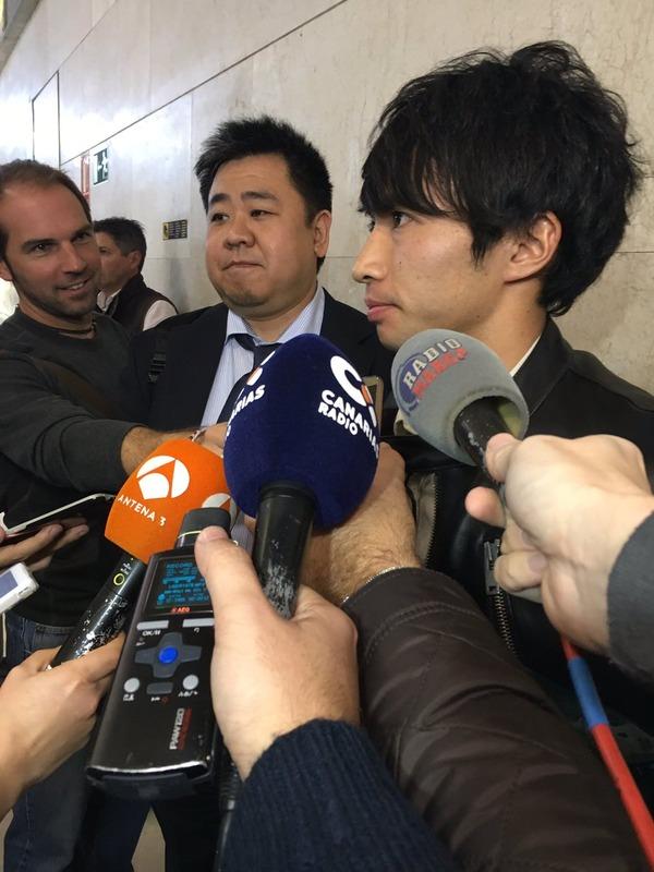 ◆画像◆柴崎岳&齋藤学の移籍騒動で名を売ったロベルト佃氏が柴崎と一緒に顔出しした結果wwww