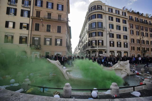 ◆驚愕◆フェイエノールトサポの「舟の噴水」破壊行為が想像を遥かに超える酷さだった件!(動画)