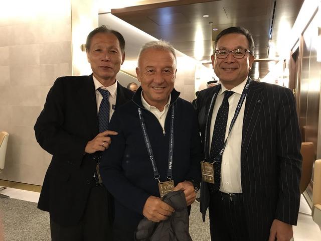 ◆画像◆UAEで村井&原博実のJリーグ幹部がザッケローニ元代表監督と3ショット