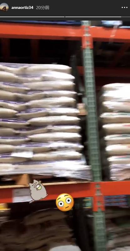 ◆画像・動画◆イニエスタさん家、今夜はパエリアかな?奥さん、お米を物色