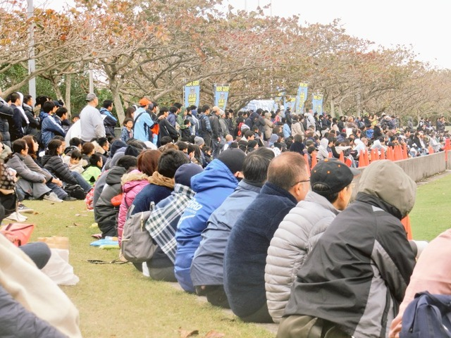 ◆J小ネタ◆川崎×浦和の練習試合大盛況、出店にマフィンがあって草