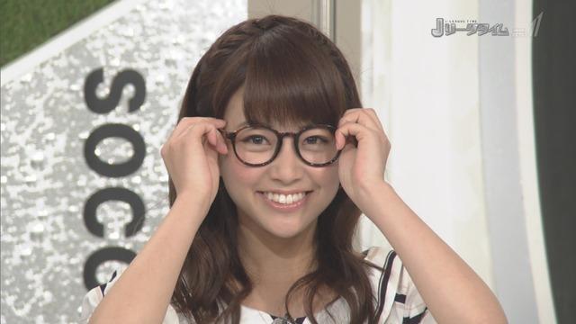 ◆J小ネタ◆メガネ姿のJリーグタイム中川えみりは字が下手で植田の似顔絵が酷すぎるけど可愛いと話題に!