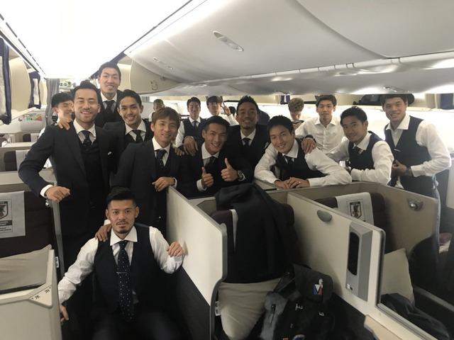 ◆画像◆欧州へ移動する機中の日本代表の面々がむちゃくちゃ雰囲気がいいと話題に!
