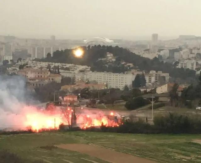 ◆悲報◆マルセイユサポ、チームの不調に練習場襲撃!発煙筒炊いて大炎上