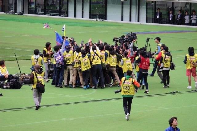◆画像◆15歳久保健英に群がるマスコミのカメラマンのハイプレスが激しすぎると話題に!