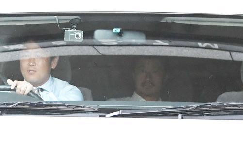 ◆画像◆森脇暴言事件の事情聴取から引き上げていく車窓の小笠原満男が本物のヤーさんみたいでワロタwwww