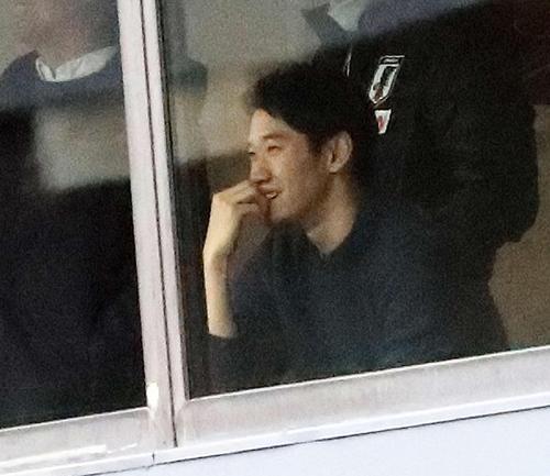 ◆画像◆マリ戦をVIPルームから観戦する香川真司さんがめっちゃ笑顔だと話題に!