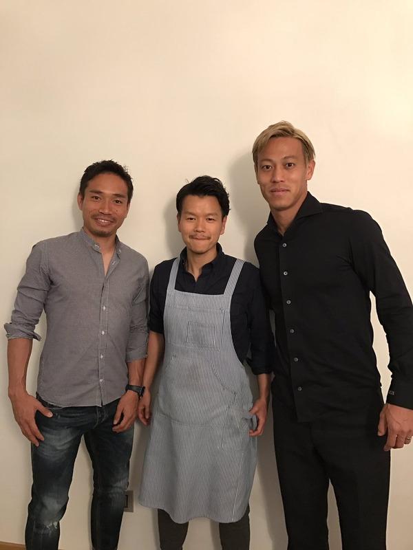◆画像◆長友佑都、本田圭佑を招いて専属シェフの料理を振る舞う