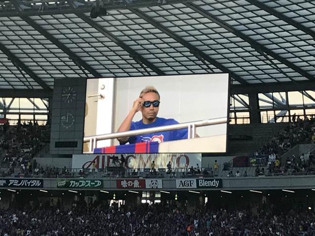 ◆画像◆味スタに古巣FC東京の試合を見に来た長友佑都がなにやら胡散臭いと話題に!