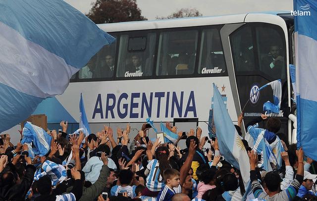 ◆朗報◆アルゼンチン代表母国で国民に熱烈に迎えられる-首都の暴動も収まりW杯準優勝の祝賀ムード-