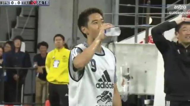 ◆画像◆柴崎岳が決定的シュートを止められた直後、香川さんがむっちゃいい表情をしていると話題に!