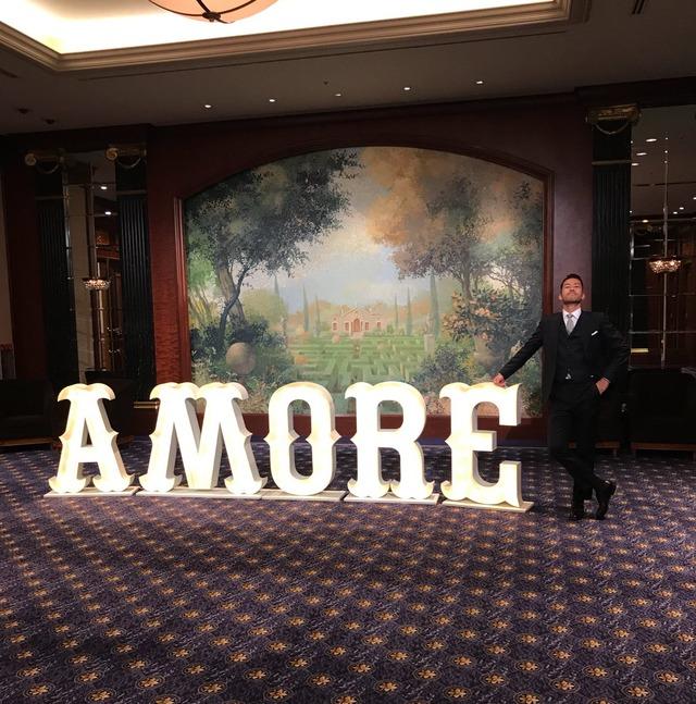 ◆画像◆長友佑都と平愛梨の披露宴会場に『AMORE』のオブジェが設置されててクソワロタwww