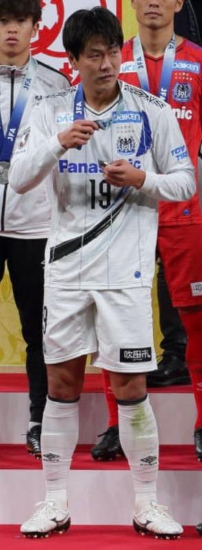 ◆悲報◆G大阪DFキム・ヨングンさんの天皇杯銀メダル…壊れる