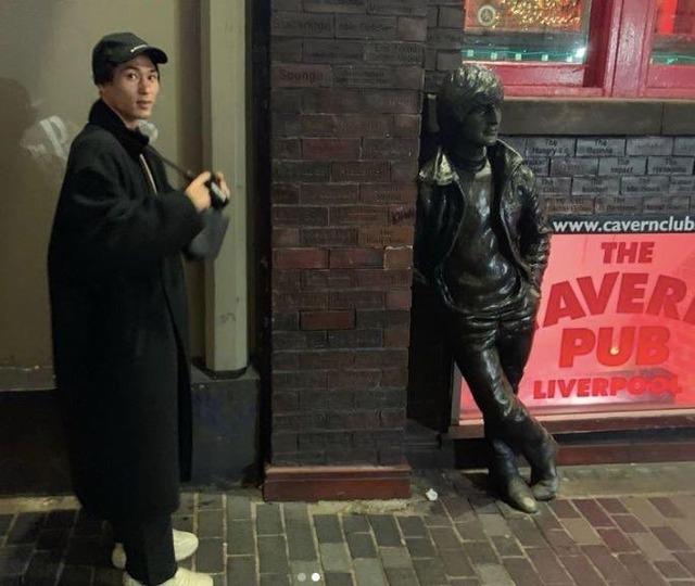 ◆悲報◆南野拓実くん、伝説のライブハウス訪れてカメラを持ったアジア人観光客見たくなる(´・ω・`)