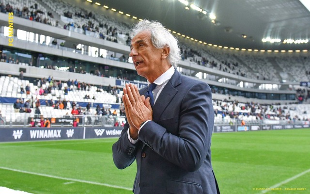 ◆画像◆無惨な敗戦でゴール裏に謝るナント監督勝者ヴァヒド・ハリルホジッチさんがせつなすぎる