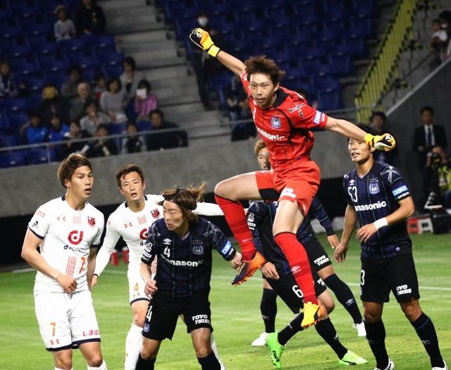 ◆画像◆G大阪×大宮 GK東口の飛んでる横の藤春がジワジワくるwww