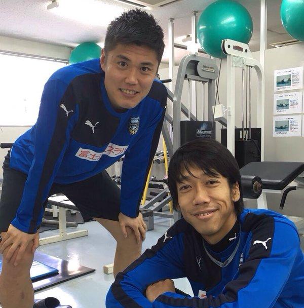 ◆画像◆ダンディ川島、日本帰国 川崎の練習場を訪れ中村憲剛とパシャリ
