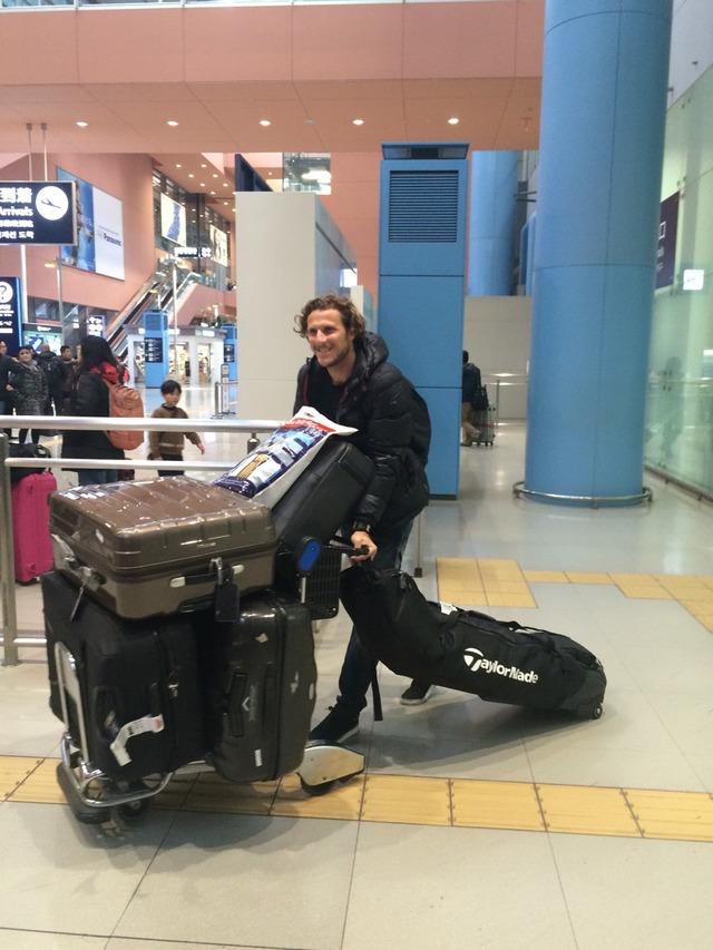◆J小ネタ◆パトリック(G大阪)なぜか家族そろってフォルラン(C大阪)を迎えに行く