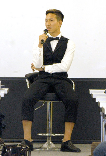 ◆画像◆ビッグマウス小林祐希のファッションが変すぎると話題に!七分丈スラックスに蝶ネクタイ(´・ω・`)