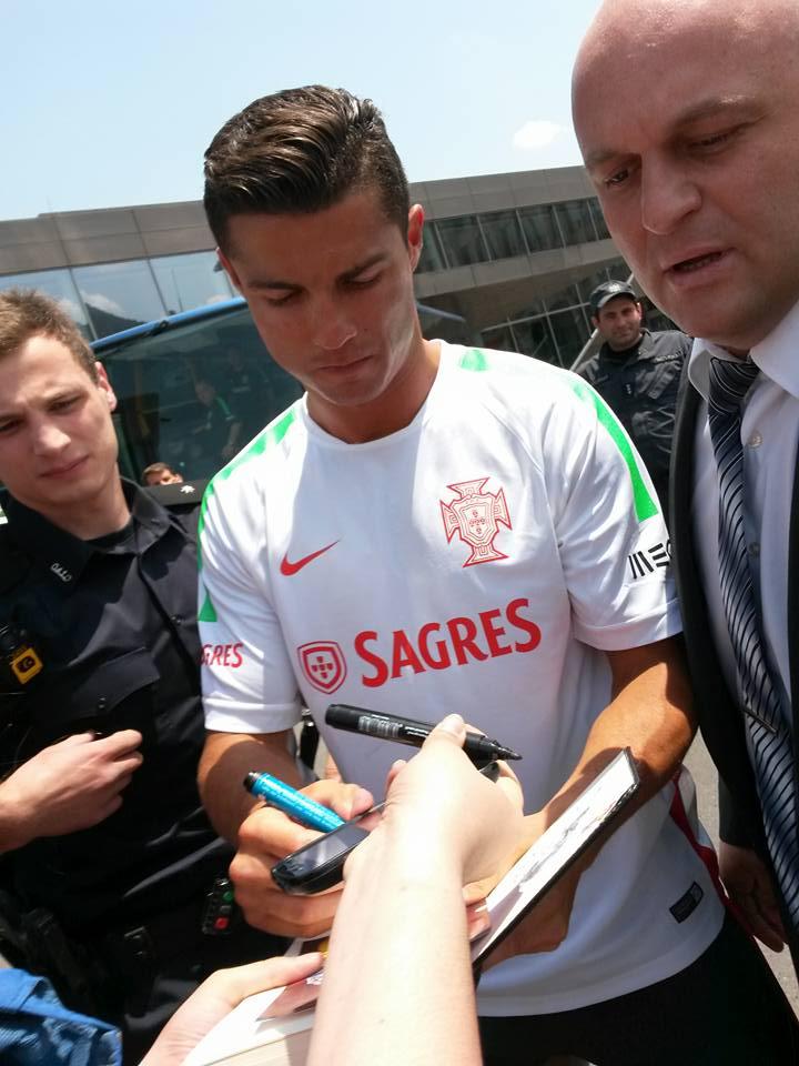◆ポルトガル代表◆クリロナのファン対応が神すぎるとポルトガル人ファン絶賛!「警官の制止を気にもせず僕たちのところに来てくれた」