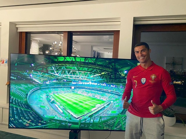 ◆画像◆自宅でポルトガル代表ユニ着て応援するクリスティアーノ・ロナウドw