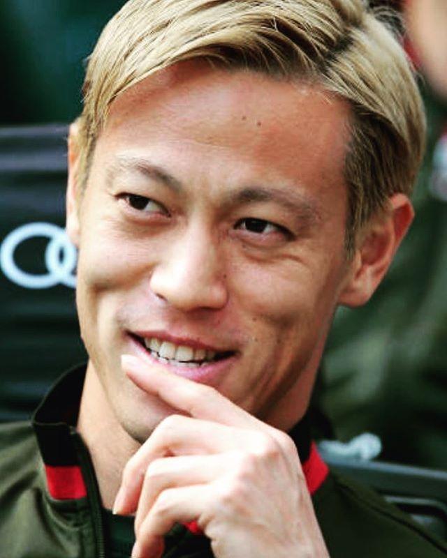 ◆画像◆パレルモ戦ベンチの本田さんがなぜか二本指で余裕の笑顔でワロタwww