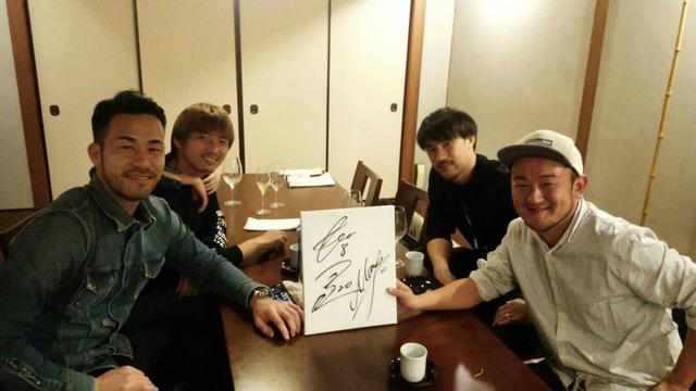 ◆画像◆乾・岡崎・吉田がバルセロナの日本料理店で食事をしたら心霊写真が???
