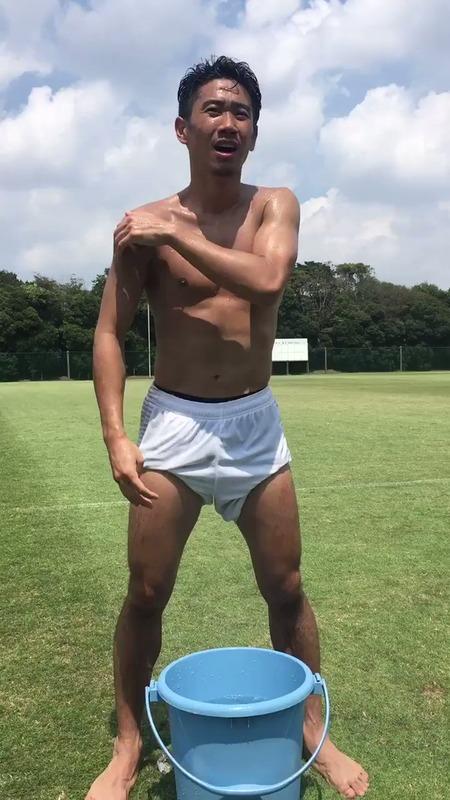 ◆動画小ネタ◆香川真司さん連日の猛暑に耐えきれず頭から水を被った結果www