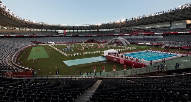 ◆悲報◆FC東京本拠地の味スタ、五輪でピッチ上がアトラクションだらけ(´・ω・`)