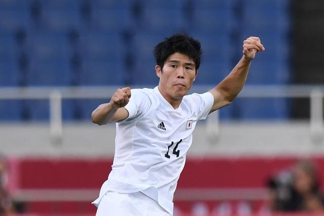 ◆悲報◆日本代表DF冨安健洋、自室でボール蹴ってうるさいと堂安に文句を言われる(´・ω・`)