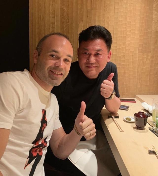 ◆Jリーグ◆神戸総帥三木谷氏イニエスタとご夕食とって大満足!「Dinner with my friend」