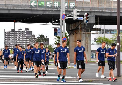 ◆日本代表◆日本代表の選手たちが被災地札幌の街中を歩く…