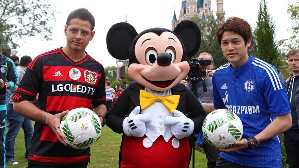 ◆画像◆フロリダのディズニーで内田篤人とチチャリートが一緒にイベント出演