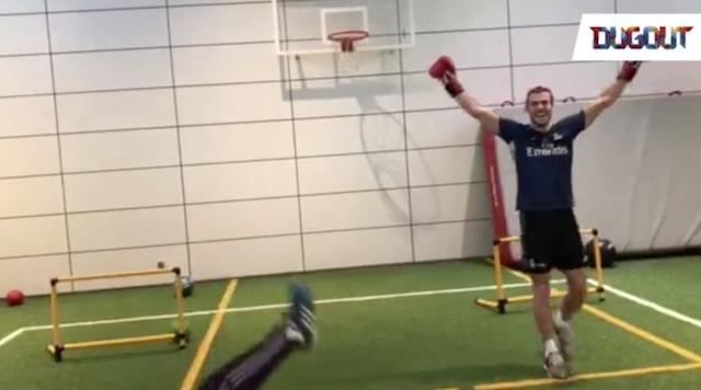 ◆動画小ネタ◆ようやくギプスが取れたギャレス・ベイル、ボクシングトレーニングでトレーナーをKO