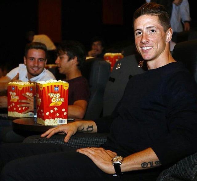 ◆リーガ小ネタ◆勝者Fトーレス師匠が大好きすぎるサウール、ついに映画館にまでついていく
