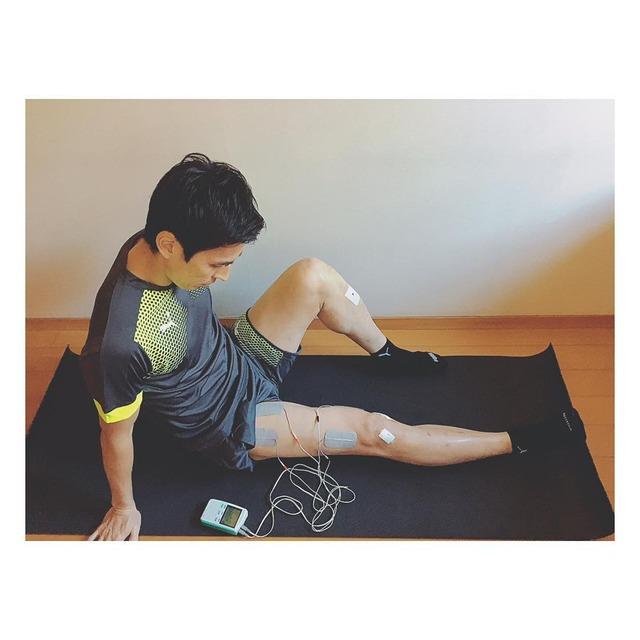 ◆画像◆日本代表主将長谷部誠、低周波治療器で治療中