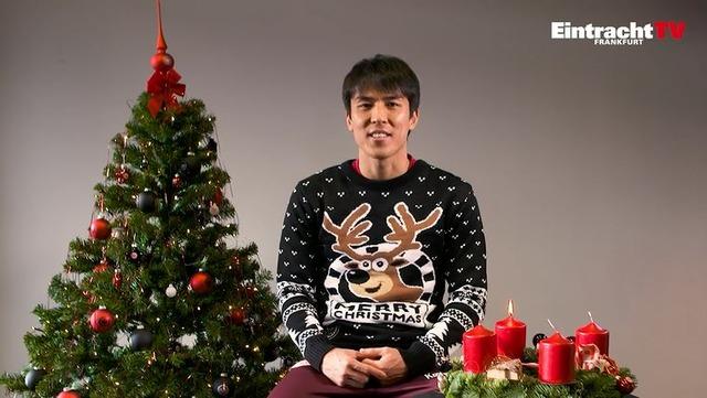 ◆画像◆長谷部誠がクリスマスのトナカイセーターを着させられた結果www