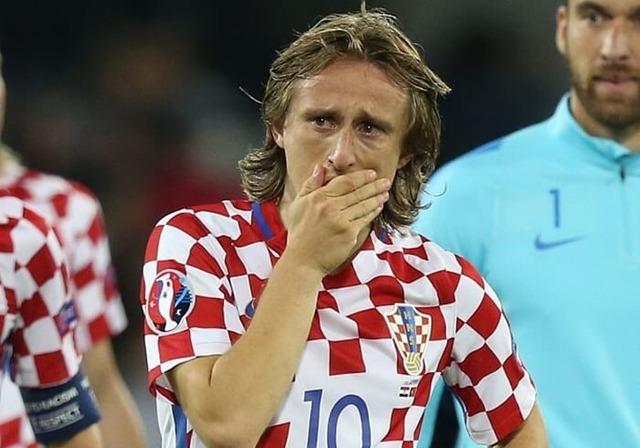 ◆悲報◆ルカ・モドリッチたん、フィンランドと引き分けW杯出場ピンチで泣いちゃう