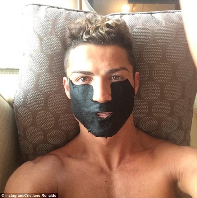 ◆悲報◆クリロナ、美顔器のイメキャラ契約も普段は黒パック 美顔器使わず