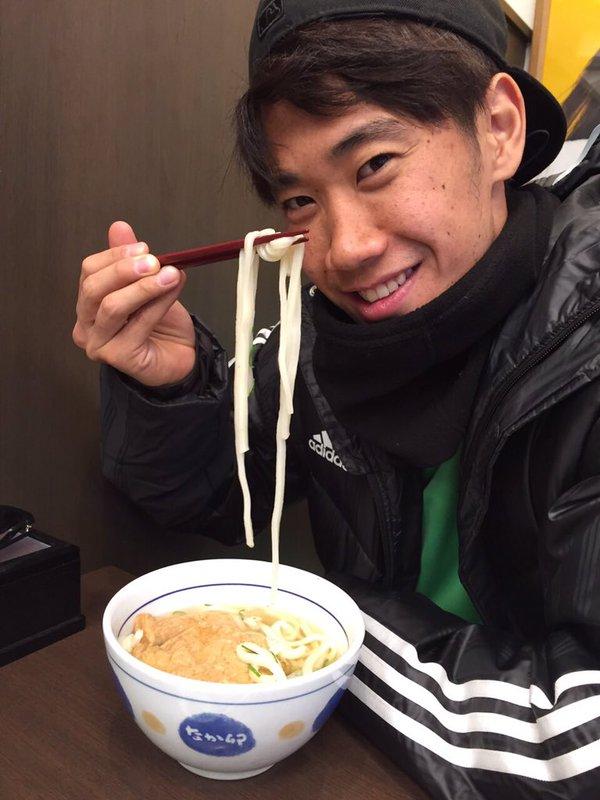 ◆速報◆香川真司さんなか卯でうどんのあとは腹ごなしに皇居でランニング