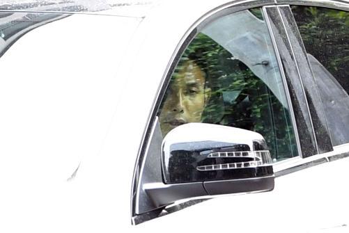 ◆画像◆事情聴取に向かう車窓の森脇良太と小笠原満男が護送される容疑者にしか見えないと話題に!