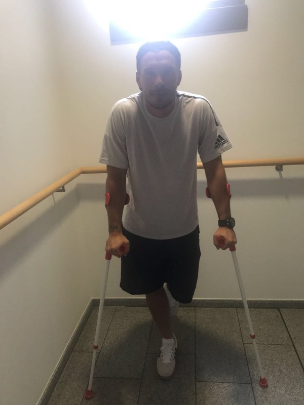 ◆J小ネタ◆どうせ仮病だろという疑いの視線に対しポルディが松葉杖ついて登場(´・ω・`)