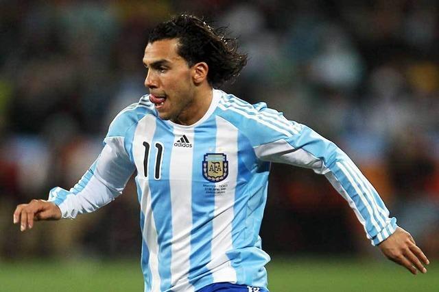 """◆南米◆何故ももクロ?元アルゼンチン代表FWの""""珍ダンス""""に衝撃「謎事象w」「待って…」"""