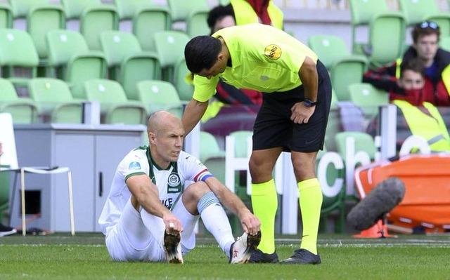 ◆悲報◆ロッベン、現役復帰後の初公式戦で負傷交代 監督「このまま引退? わからない」