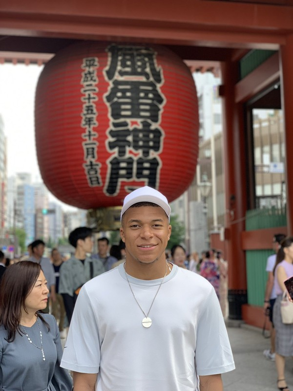 ◆画像◆PSGの仏代表FWエムバッペ、ひっそり浅草観光