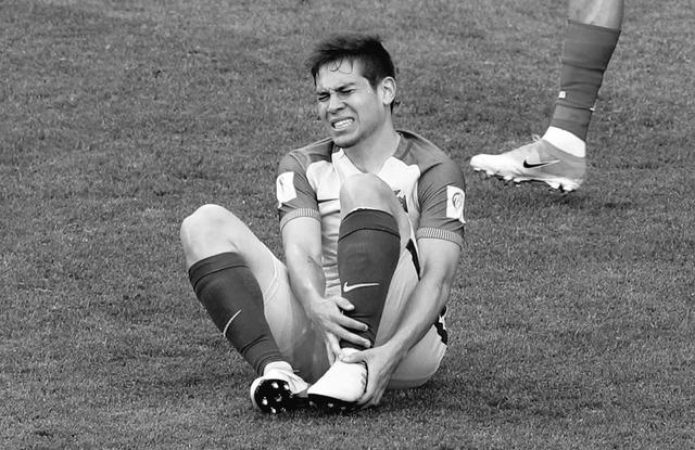◆悲報◆ドルトムントのポルトガル代表DFゲレイロ、ロシア戦で負傷、骨折の疑いで長期離脱の恐れ