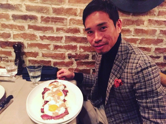 ◆画像◆インテル長友佑都、白トリュフを乗せたベーコンエッグを3つ食す